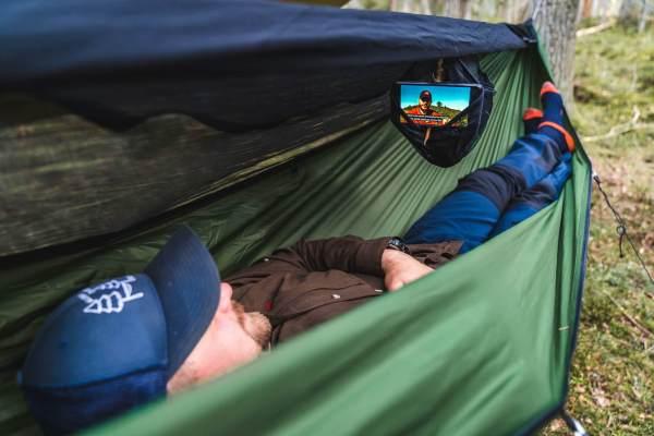 Relax v hamace s moskytiérou DRAKA Olive Green.jpg