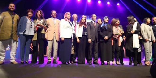 """جائزة """"تميز"""" تحتفي بالمرأة المغربية في عيدها الوطني"""