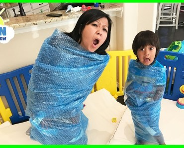 BUBBLE WRAP CHALLENGE EXTREME! Family Fun Activities Mommy vs Daddy with Ryan ToysReview - bubble wrap challenge extreme family fun activities mommy vs daddy with ryan toysreview