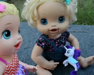 Baby Alive Dolls At School Bus Stop! Sara, Molly And Daisy! + compilation - baby alive dolls at school bus stop sara molly and daisy compilation
