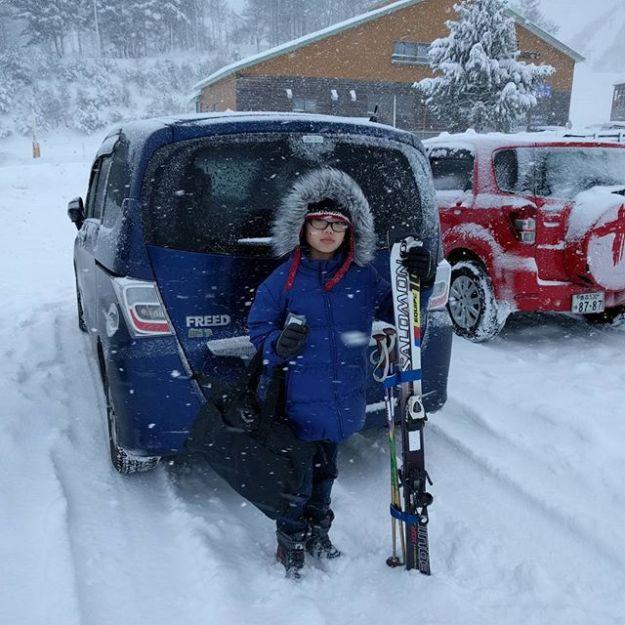 シーズンレンタルスキーの受け取りに来ました@モヤヒルズ。昨日オープンしたようですが今日はリフト「調整中」でした。雪はたっぷりありますよ。