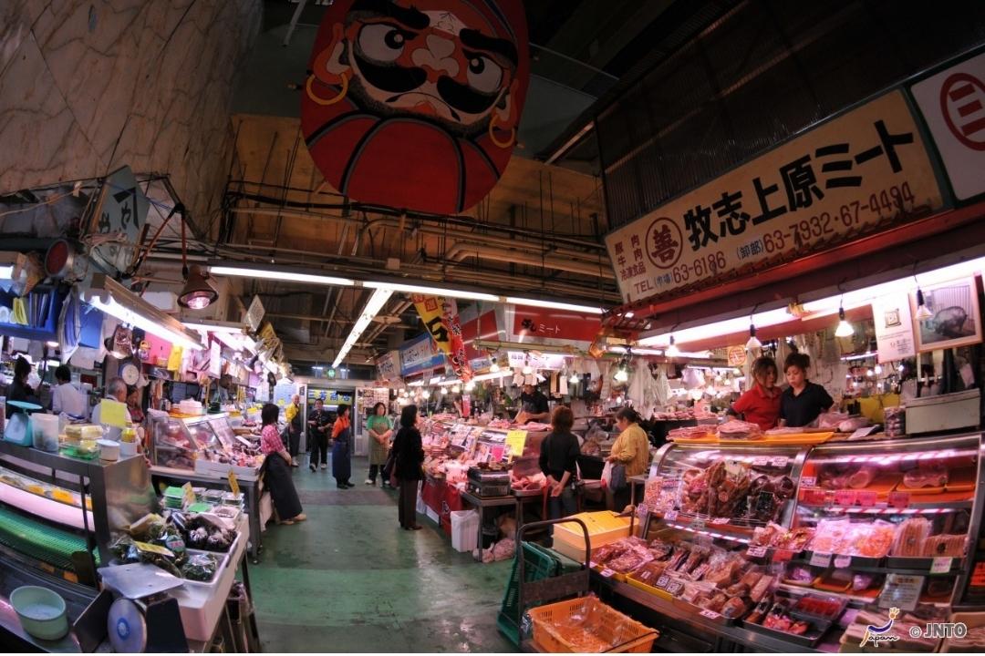 Makishi Public Market Okinawa (JNTO)