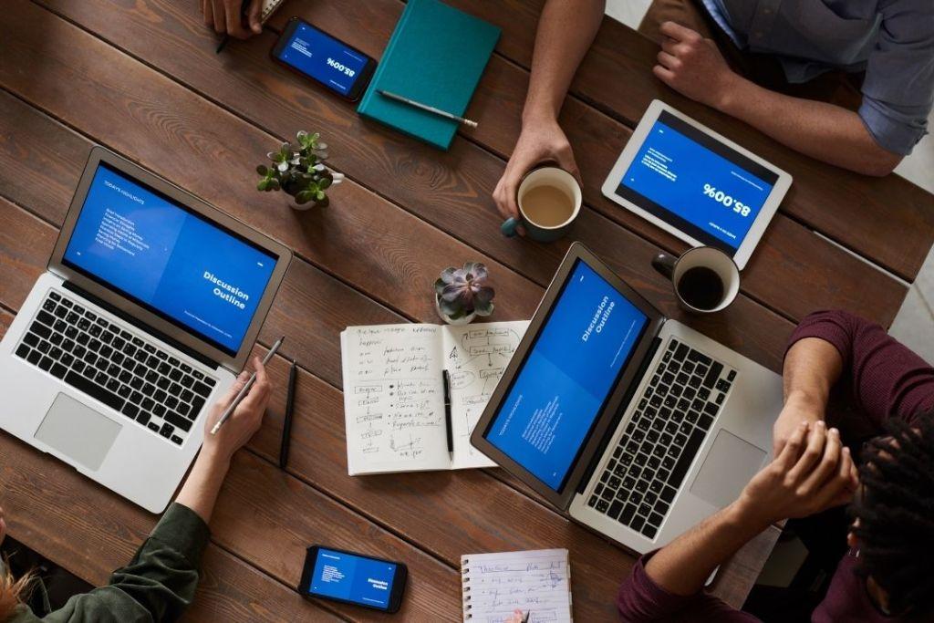 Online Meeting (Canva)