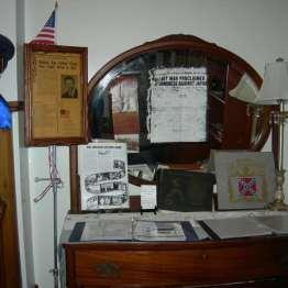 John's Dresser