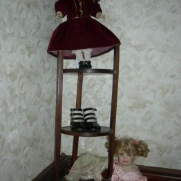 dolls, upstairs hall