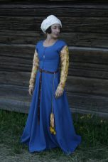 Kirtles and dresses during the 15th century | HANDCRAFTED