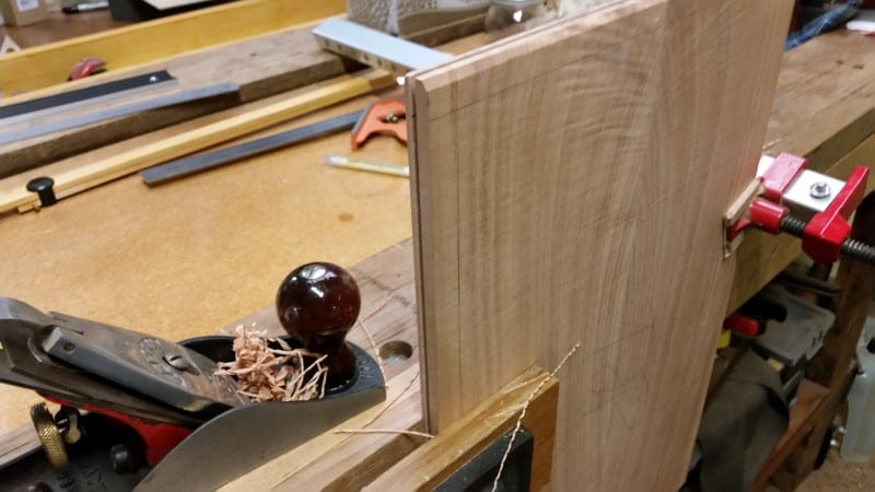 Lid piece in the vice for shaping with a sharp hand plane