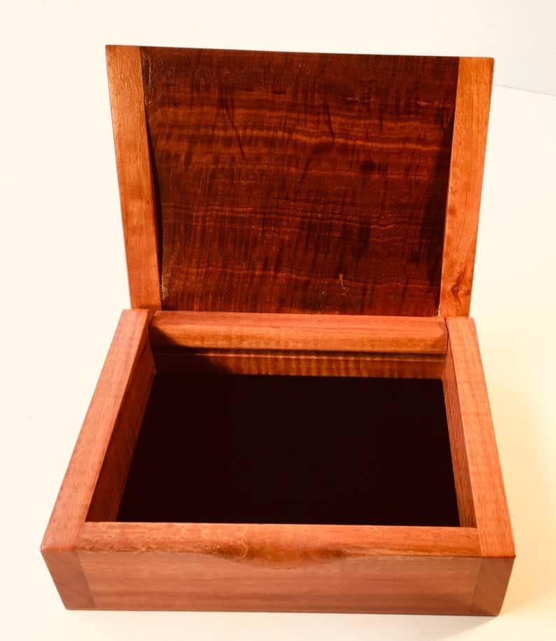 redgum dome lid box open