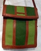 Handsydd väska av skinn och kläde