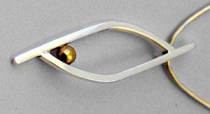 Silverhänge med guldkula