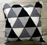 Trianglar i vitt svart grått