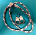 Tenntråd och vitt läder