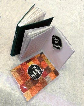 Perfekta presenter! Handinbundenskrivbok till trädgårdsvännen och skrivbok för mönsterritning till stickaren