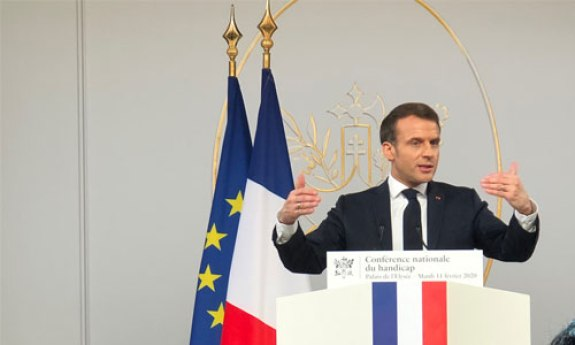 Emmanuel Macron, président de la République française, à la tribune de la Conférence nationale du handicap en février 2020