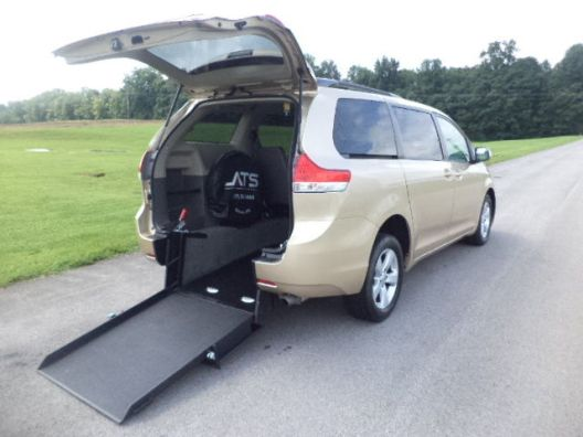 2011-toyota-sienna-le-handicap-wheelchair-van-rear-entry-conversion-1