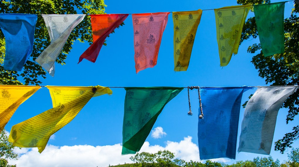 How to Hang Prayer Flags? 1