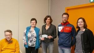 Remise cheque par Caroline Rezé du groupe Actual/A2i au CDH35