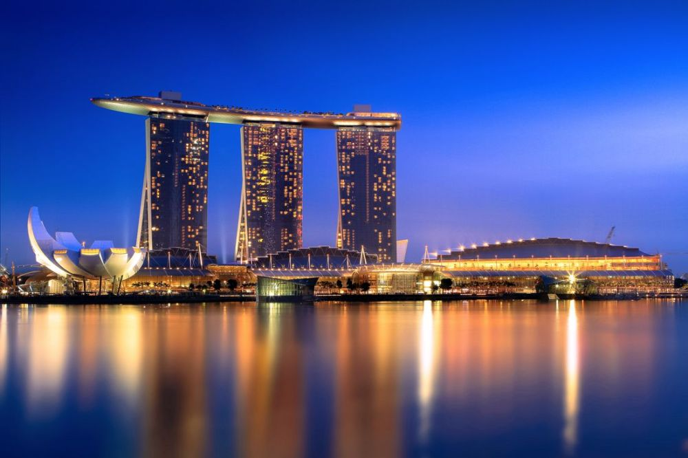 Marina Bay Sands Hotel Infinity Pool and Hotel Room Singapore (5)
