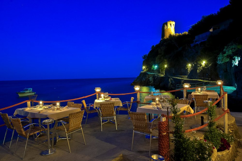 24 Restaurants With The Best Views In The World! (15)