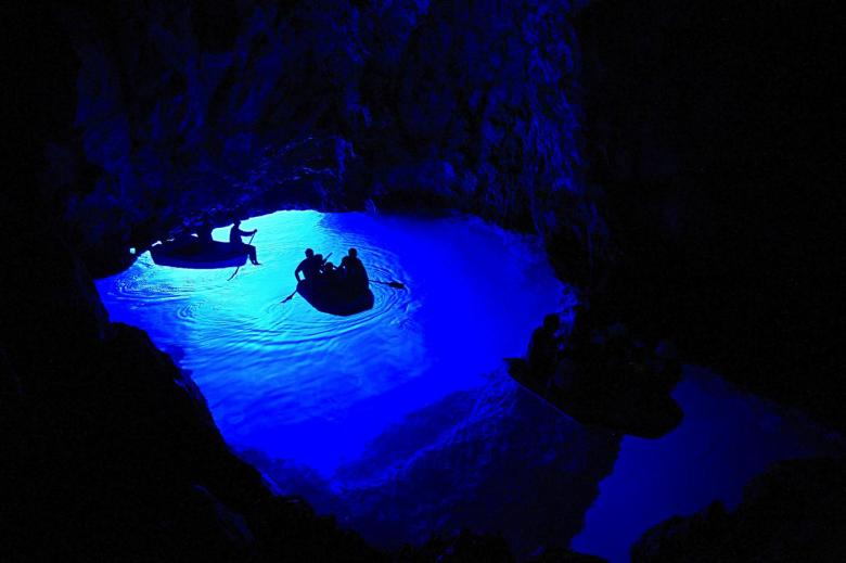 12 Impressive Caves Around The World You Need To See! (19)