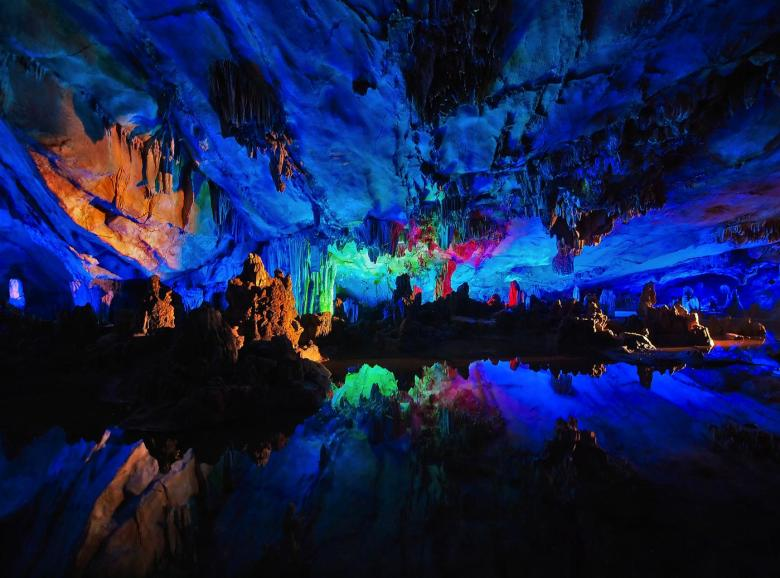 12 Impressive Caves Around The World You Need To See! (23)