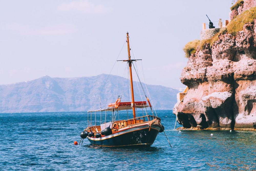 Conquering Volcanos in Santorini, Caldera, Sailing, Boat Trip, Greece (6)