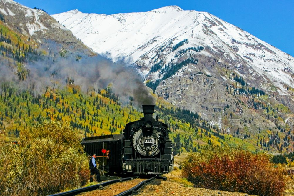 The 15 Most Beautiful Train Journeys Across The World You Have To Travel On! (4)