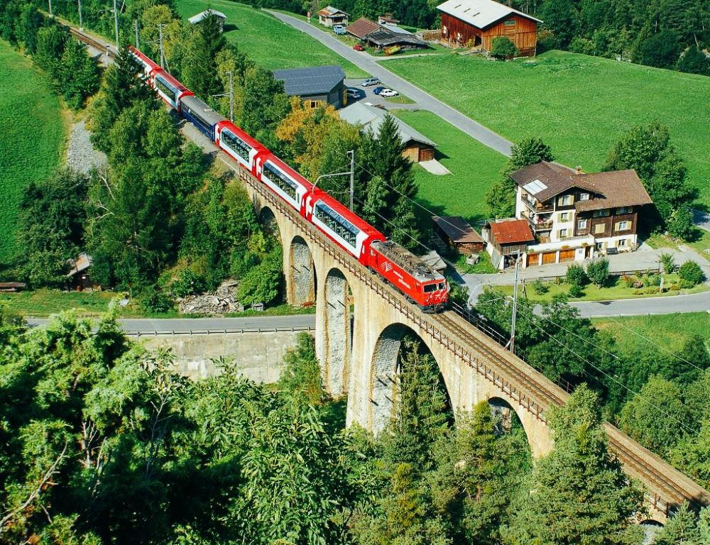 The 15 Most Beautiful Train Journeys Across The World You Have To Travel On! (12)