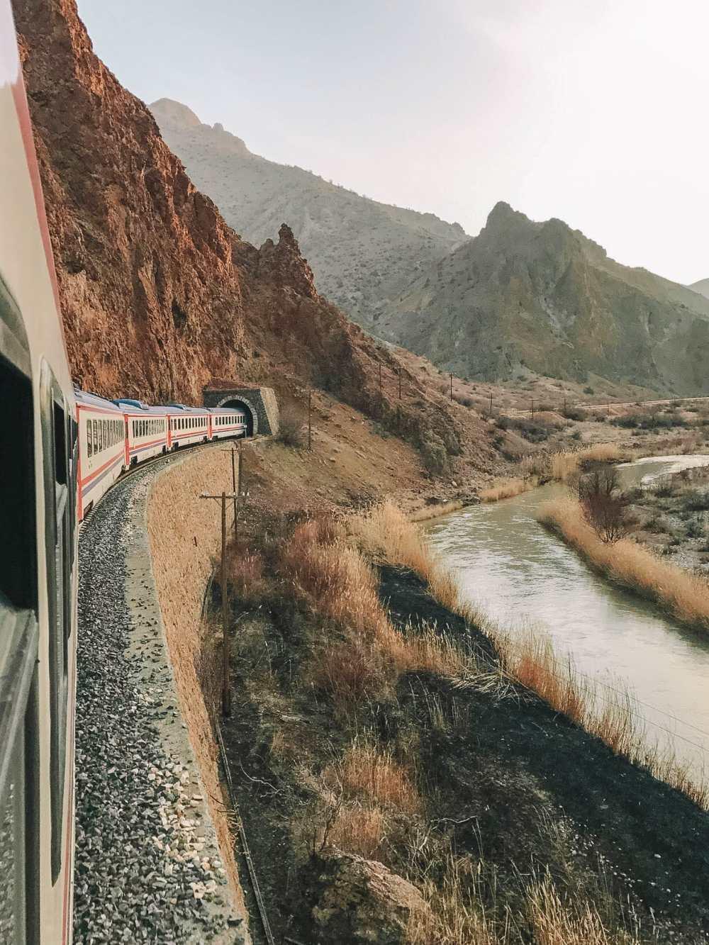 Epic Train Journeys Across The World (7)