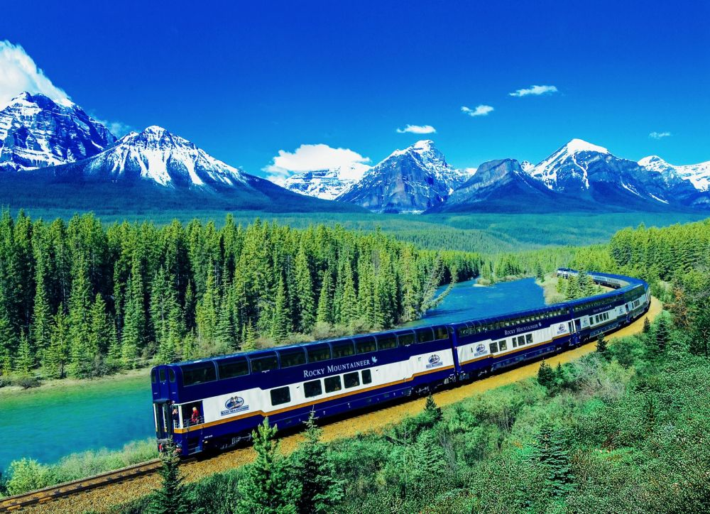 The 15 Most Beautiful Train Journeys Across The World You Have To Travel On! (26)