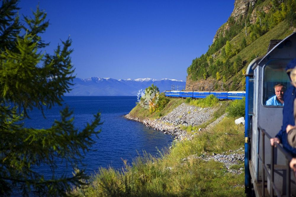 The 15 Most Beautiful Train Journeys Across The World You Have To Travel On! (43)