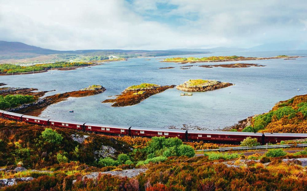 The 15 Most Beautiful Train Journeys Across The World You Have To Travel On! (44)