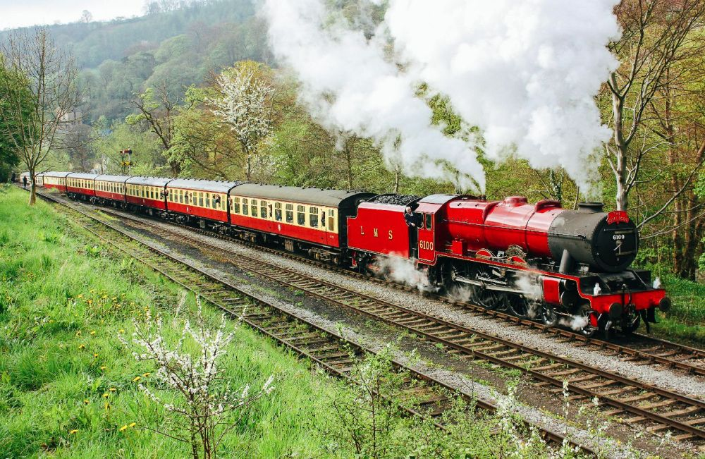 The 15 Most Beautiful Train Journeys Across The World You Have To Travel On! (49)