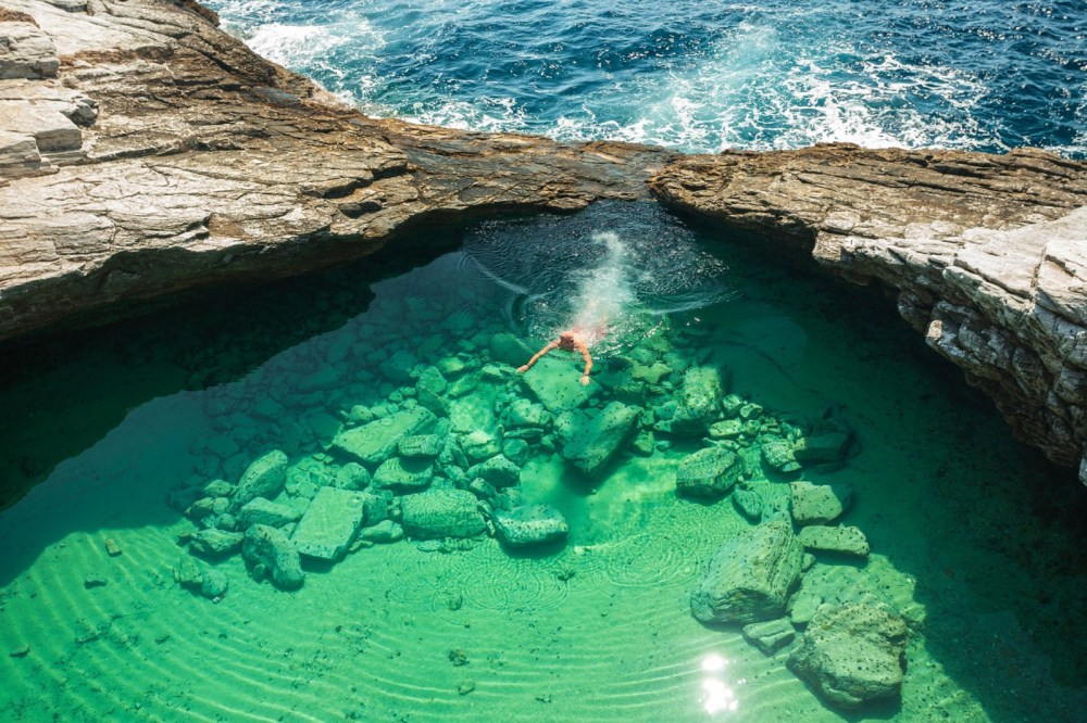 18 Amazing Swimming Pools Around The World That You Have To Visit! (10)