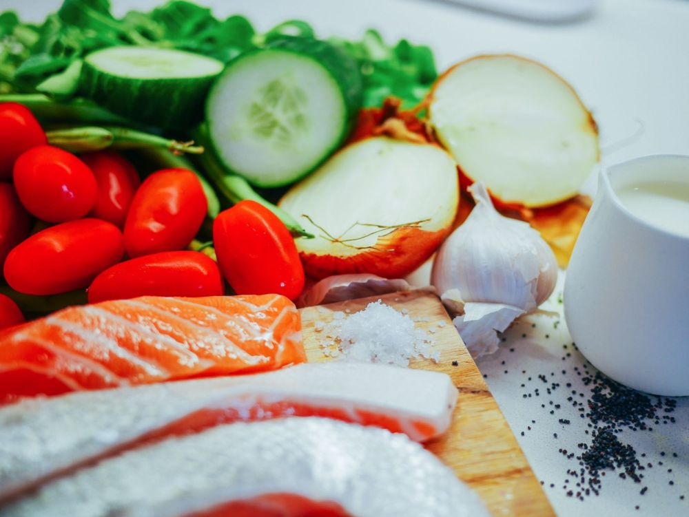 Zesty fresh salmon, herby tzatziki and wholesome baked asparagus recipe. Greek meal recipe (4)