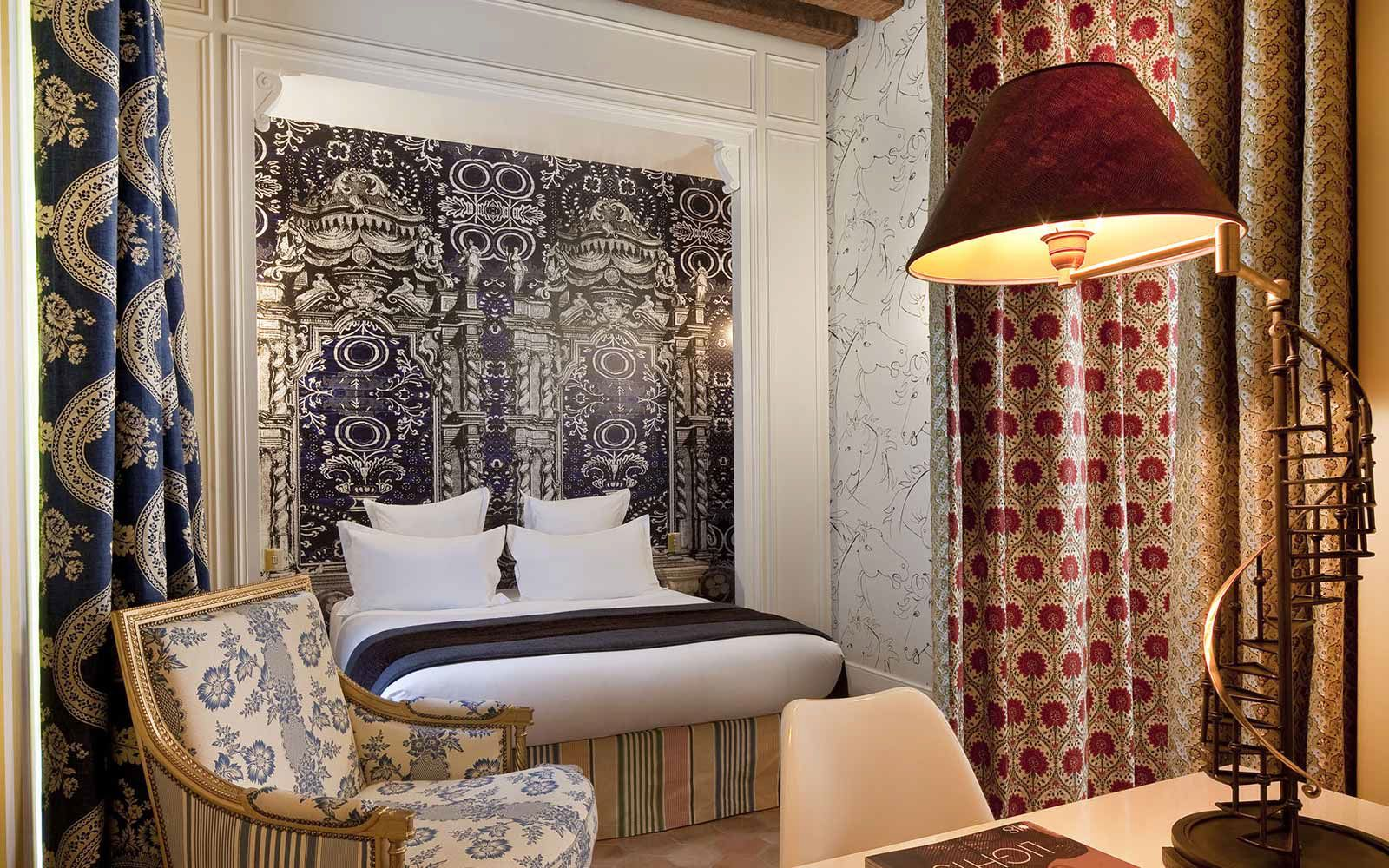 Planning A Luxury stay In Paris? Try The Hotel Petit Moulin (7)