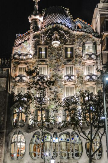 6 Must See Buildings By Gaudi In Barcelona (52)
