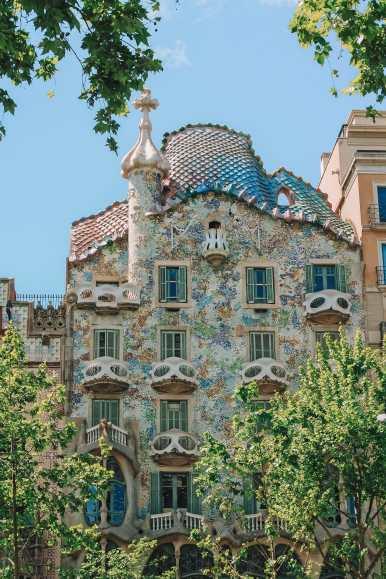 6 Must See Buildings By Gaudi In Barcelona (3)