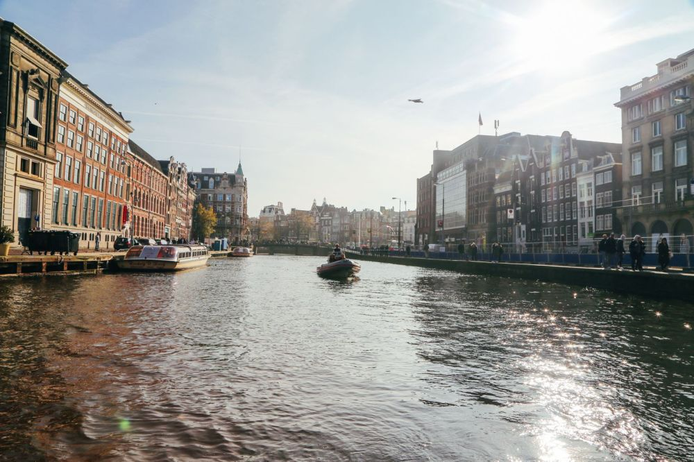 Exploring Amsterdam's Canal (By Driving A Boat For The First Time!) (33)