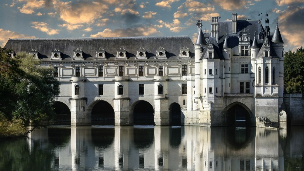 10 Fairytale Castles You Must Explore In France (3)