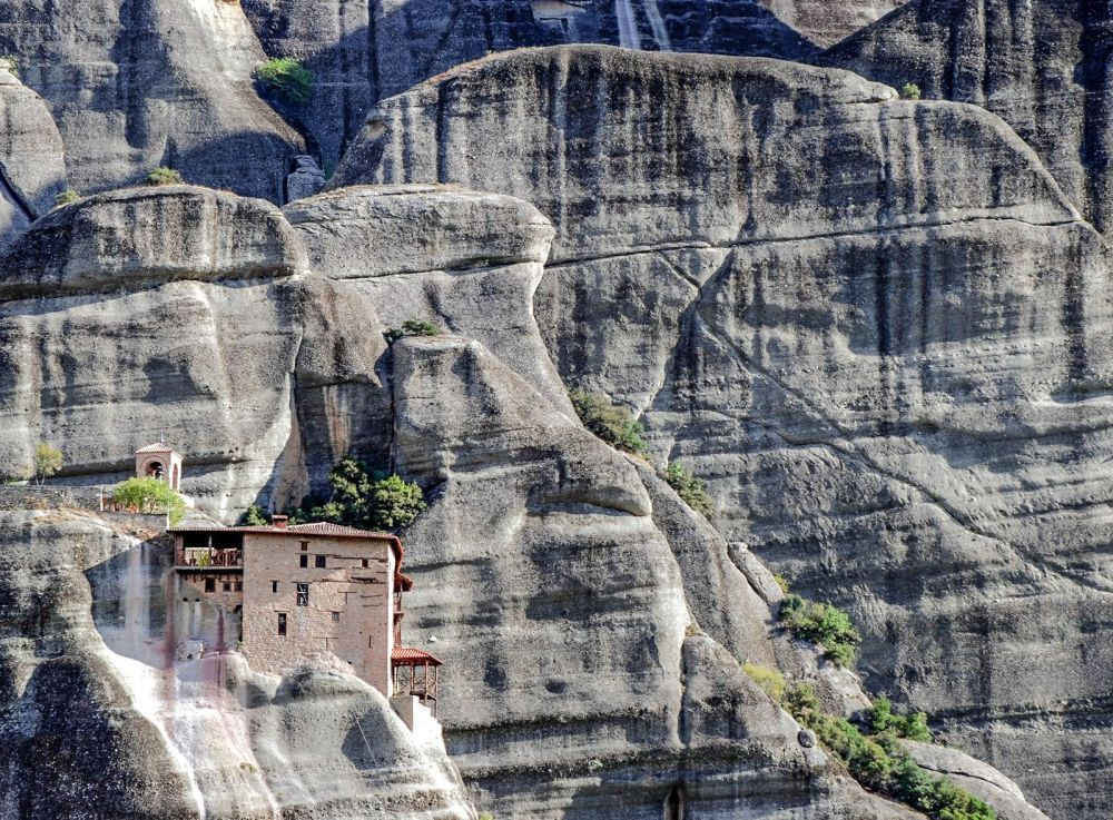 Why & How You Will Want To Visit Metéora in Greece! (2)