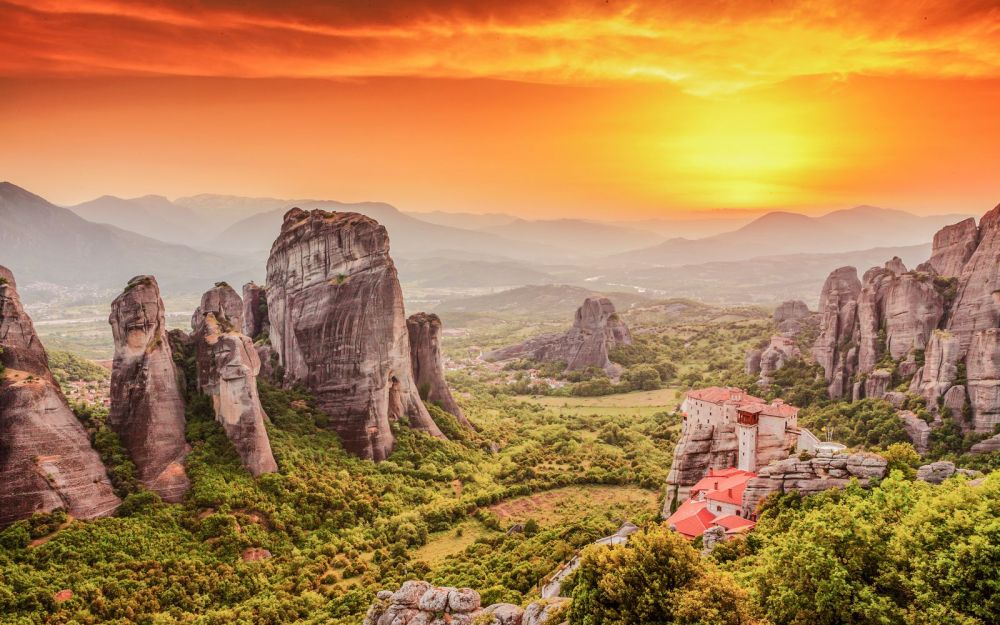 Why & How You Will Want To Visit Metéora in Greece! (5)