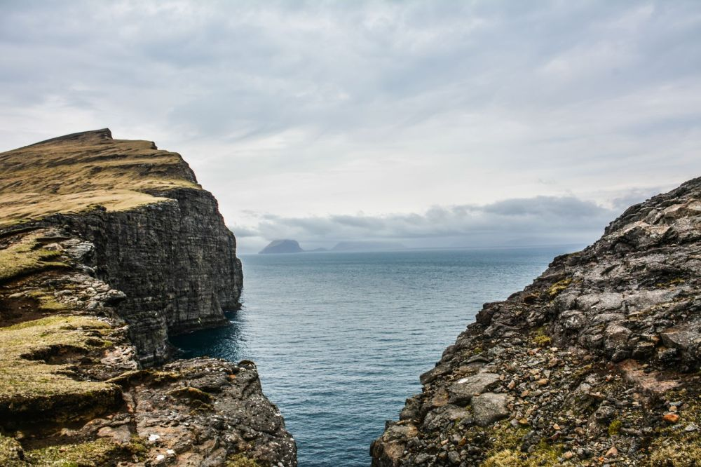 Have You Ever Seen The Cliff Top Lake of Sørvágsvatn, Faroe Islands? (16)