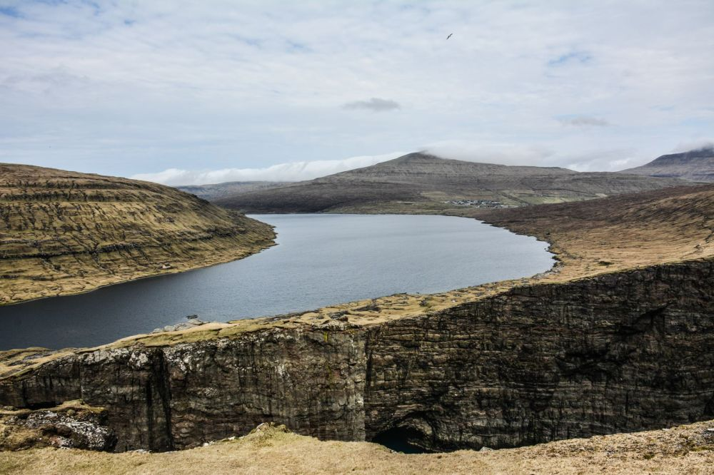Have You Ever Seen The Cliff Top Lake of Sørvágsvatn, Faroe Islands? (21)