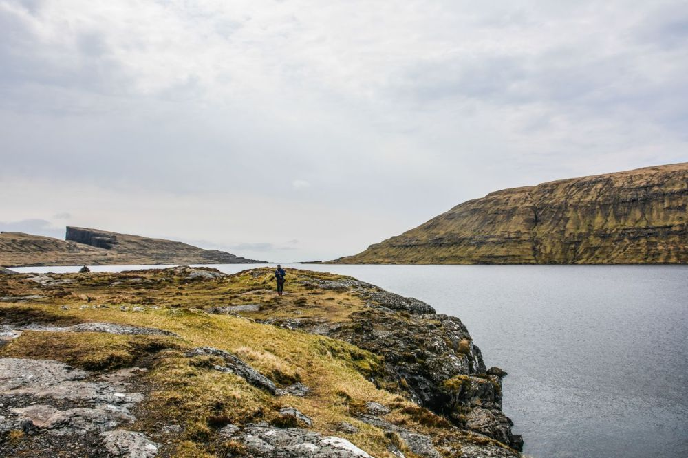Have You Ever Seen The Cliff Top Lake of Sørvágsvatn, Faroe Islands? (12)