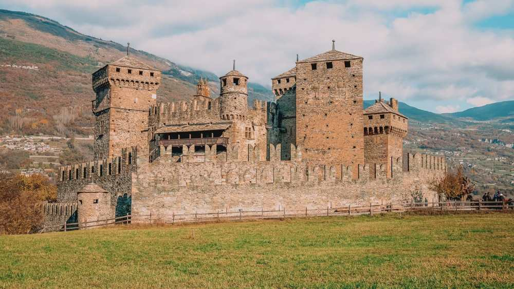 10 Very Best Castles In Italy To Visit (19)