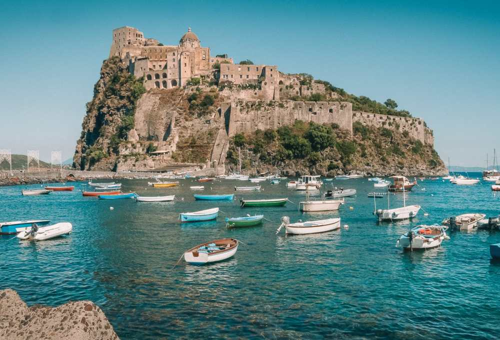 10 Very Best Castles In Italy To Visit (14)