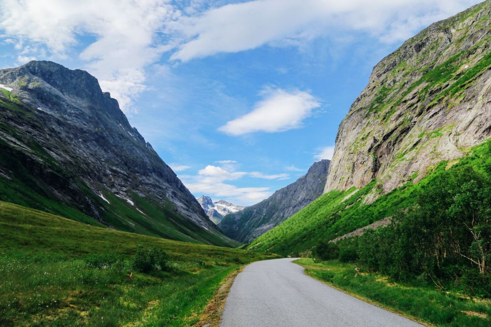 Driving Through The Absolutely Stunning Norangsdalen Valley In Norway (23)