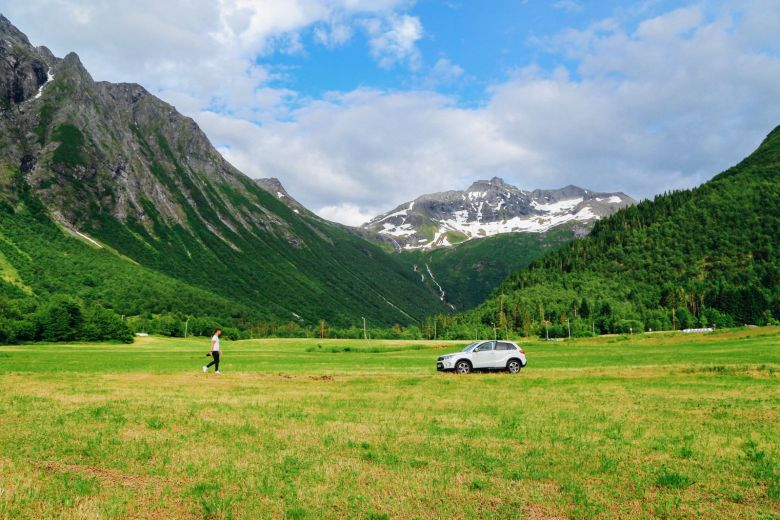 Driving Through The Absolutely Stunning Norangsdalen Valley In Norway (31)
