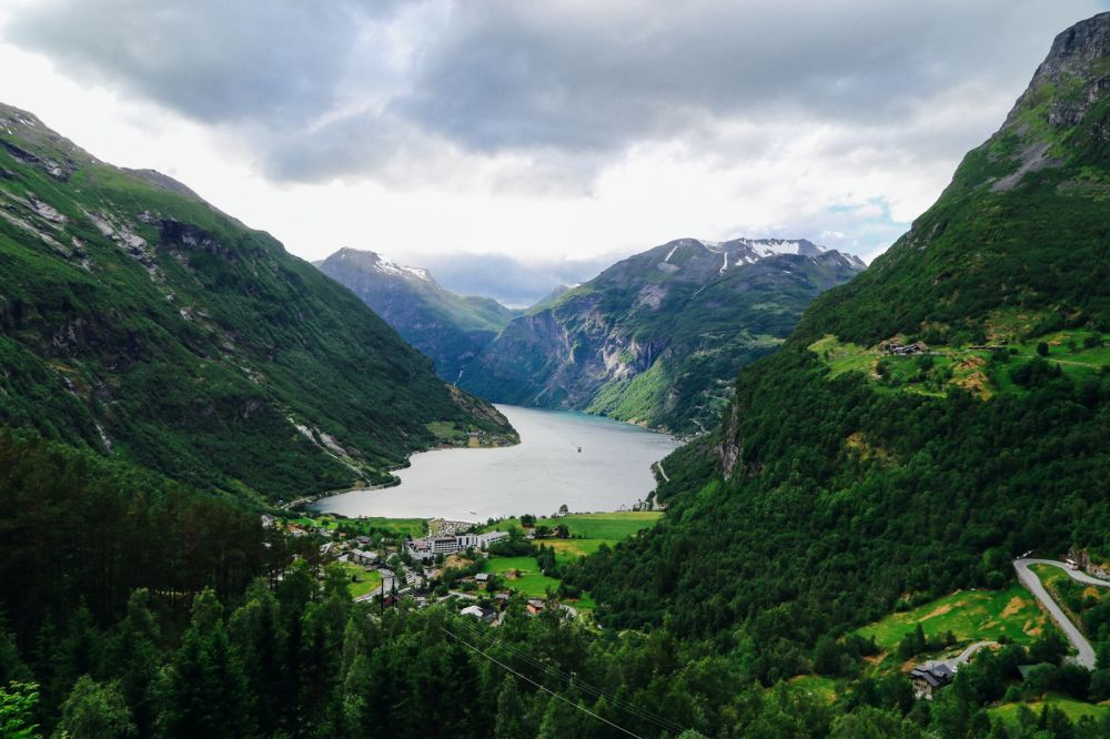 Exploring Storseterfossen Waterfall - A Waterfall In Norway You Can Walk Behind! (30)